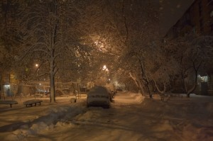 Вечір, сніг, наш «хрущівський» двір