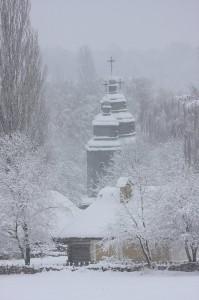 Церква св. Параскеви, мазей архітектури